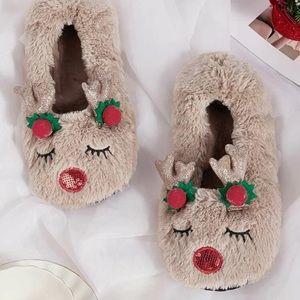 🎄Fuzzy Reindeer Slippers🎄